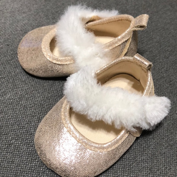 GAP Baby Girl Size 3-6 Months Ivory Faux Fur Booties Boots Flats Shoes